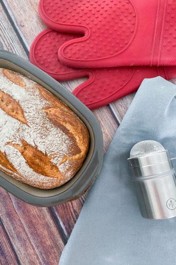 Ines Wuttke kocht mit Pampered Chef Dinkelmischbrot.