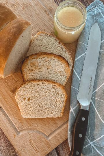 Ines Wuttke kocht mit Pampered Chef Buttermilch-Dinkel-Toast.