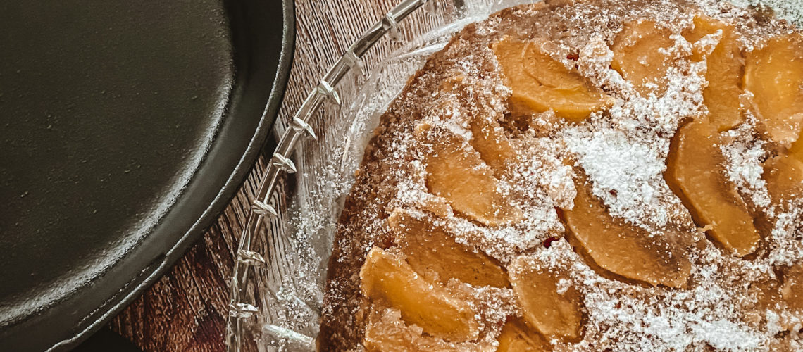 Apfelkuchen aus der gusseisernen Pfanne